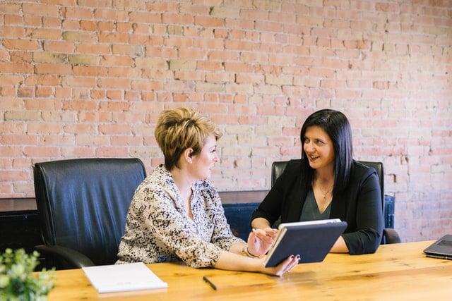 Les 10 exemples de qualités et défauts à mettre en avant pour performer dans son entretien d'embauche
