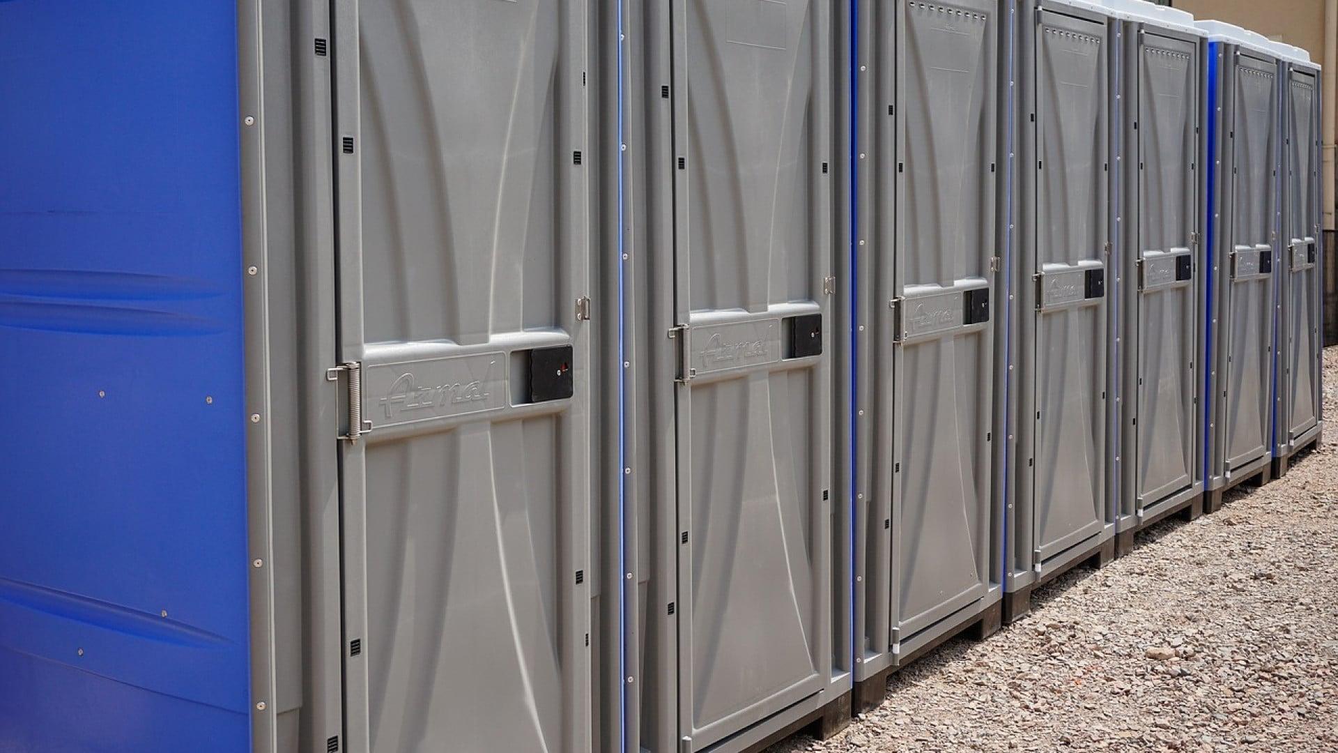 Pourquoi opter pour la location de toilettes mobiles ?